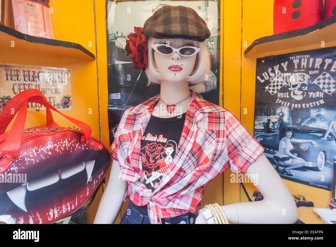 L'Angleterre, Londres, Camden, Camden Market, boutique de vêtements rétro Affichage Fenêtre Photo Stock