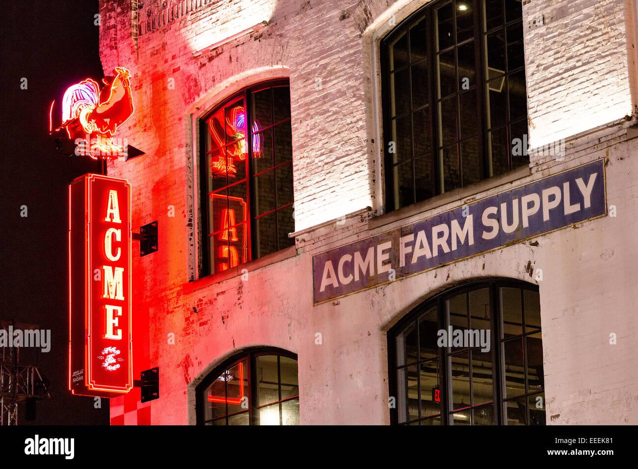 En néon pour Acme l'approvisionnement agricole restaurant sur Broadway inférieur à Nashville, Photo Stock