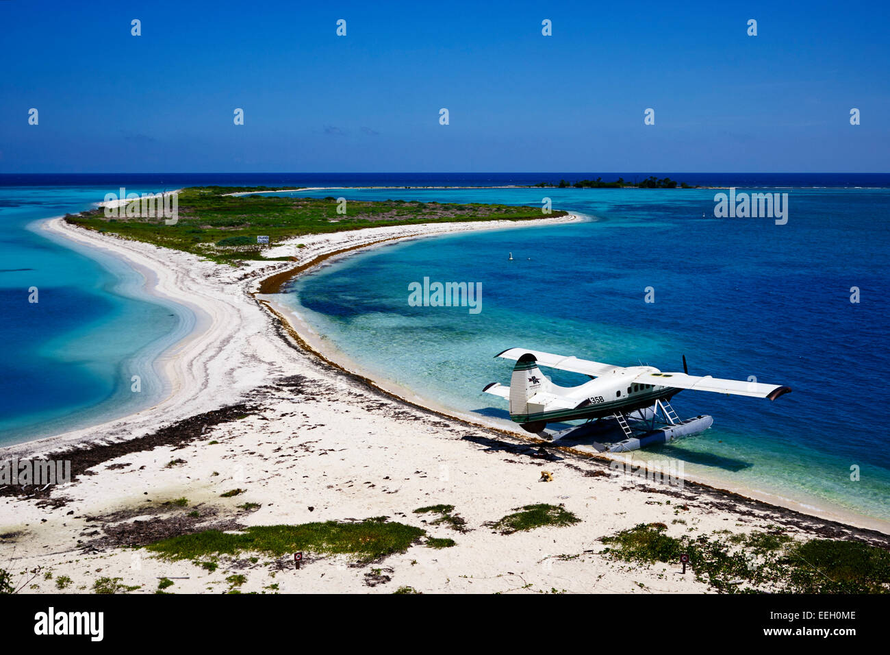 Hydravion DHC-3 Otter dehaviland sur la plage et bush touche à Dry Tortugas florida keys usa Photo Stock