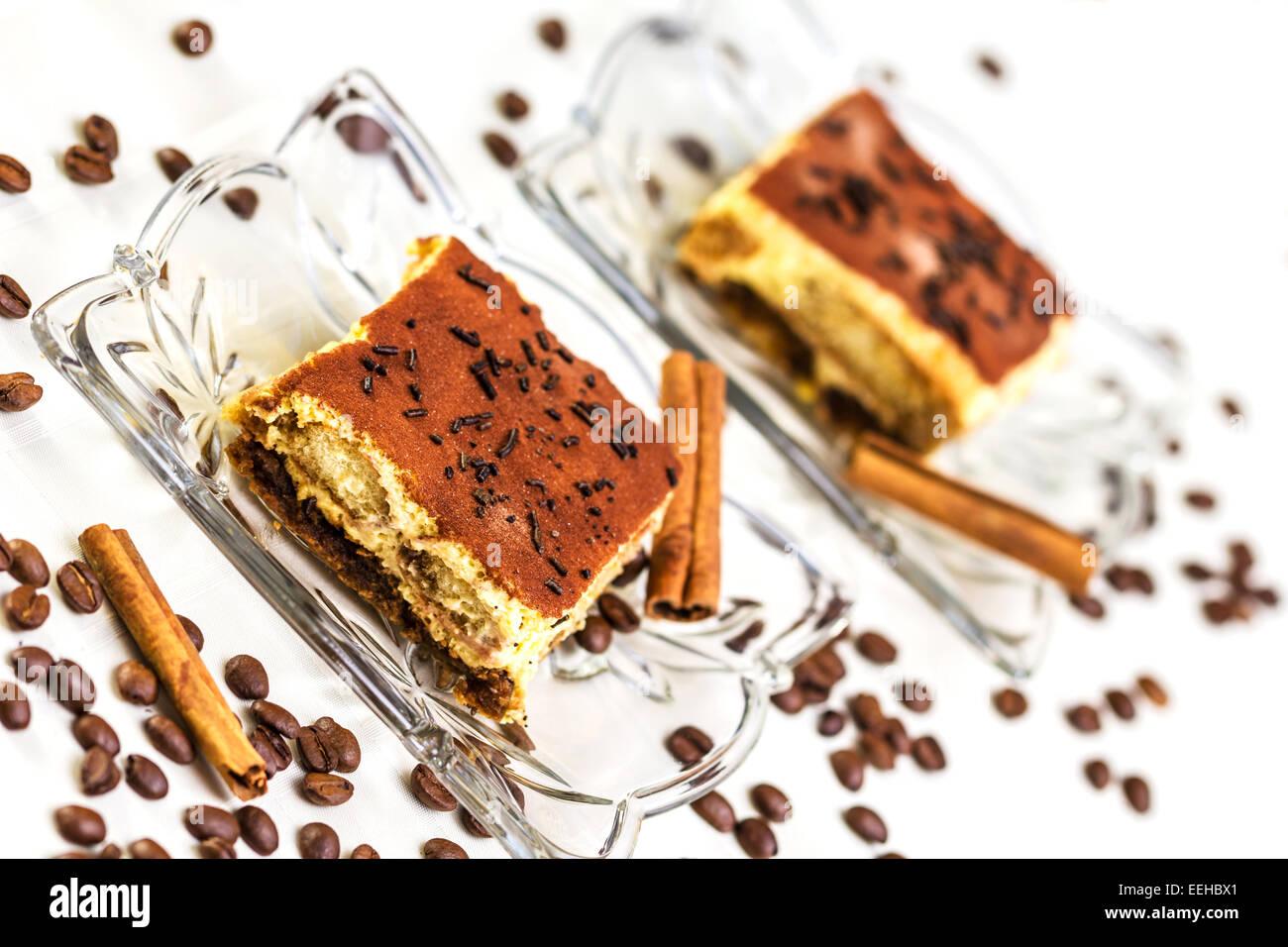 Gâteau tiramisu avec des grains de café et la cannelle Photo Stock