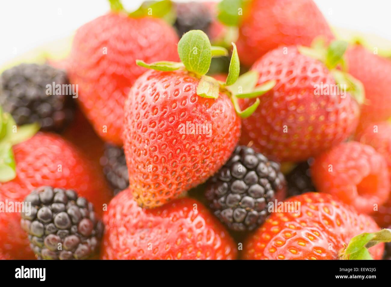 Assiette de fruits des champs Photo Stock