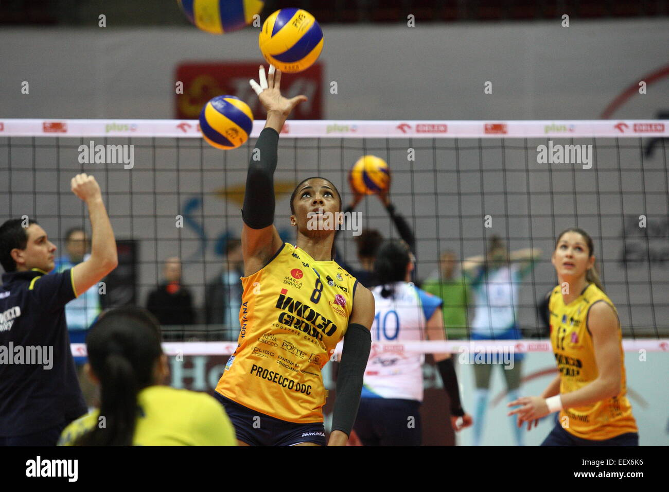 Sopot, Pologne, le 22 avril 2015 Volley-ball CEV Cup 2015 . Atome Trefl Sopot PGE Prosecco Conegliano dans Doc-Imoco Photo Stock