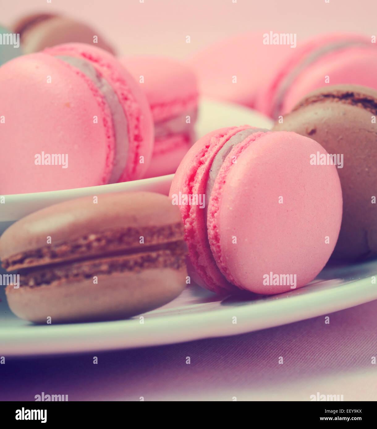 Macarons traditionnels français - avec filtre vintage retro Photo Stock