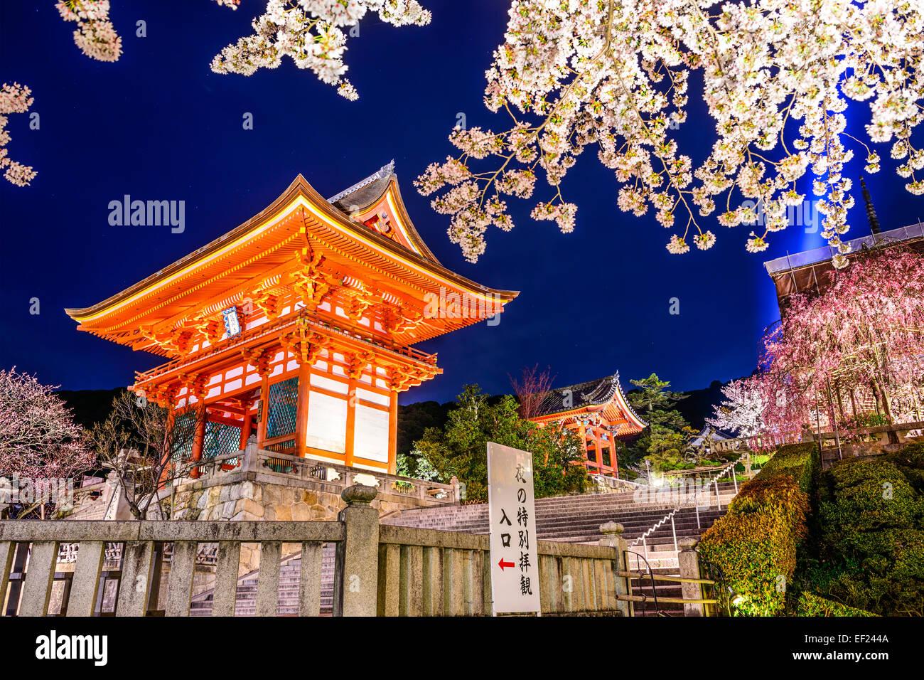 Kyoto, au Japon, au Temple Kiyomizu-dera au printemps. Banque D'Images