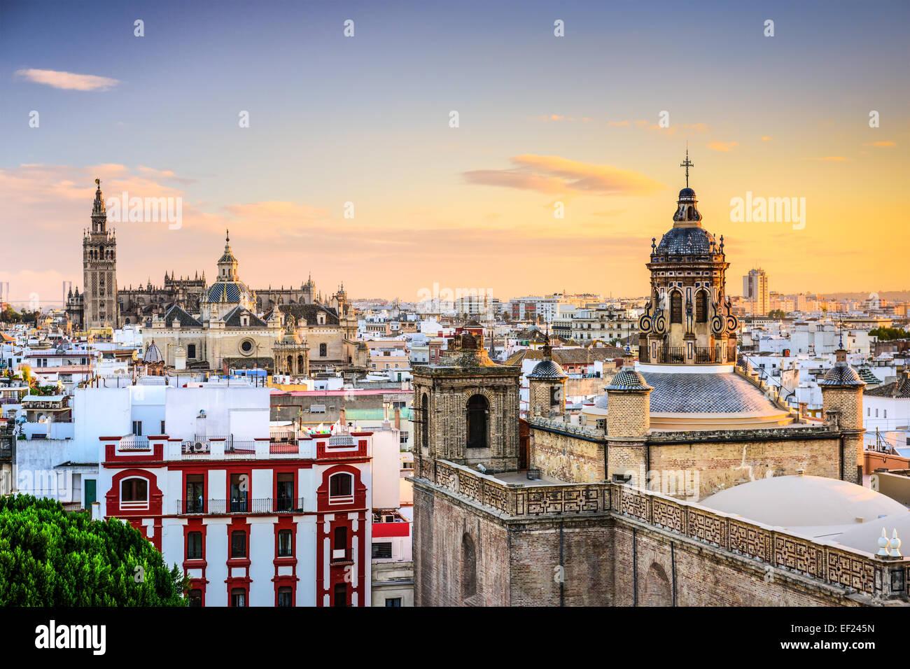 Séville, Espagne city skyline at Dusk. Photo Stock