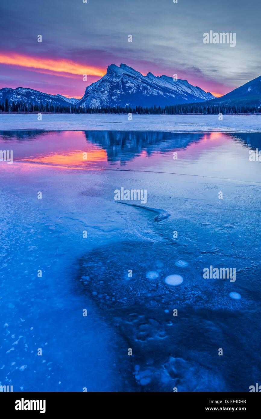 Aube lumière spectaculaire, le mont Rundle, Banff National Park, Alberta, Canada Photo Stock
