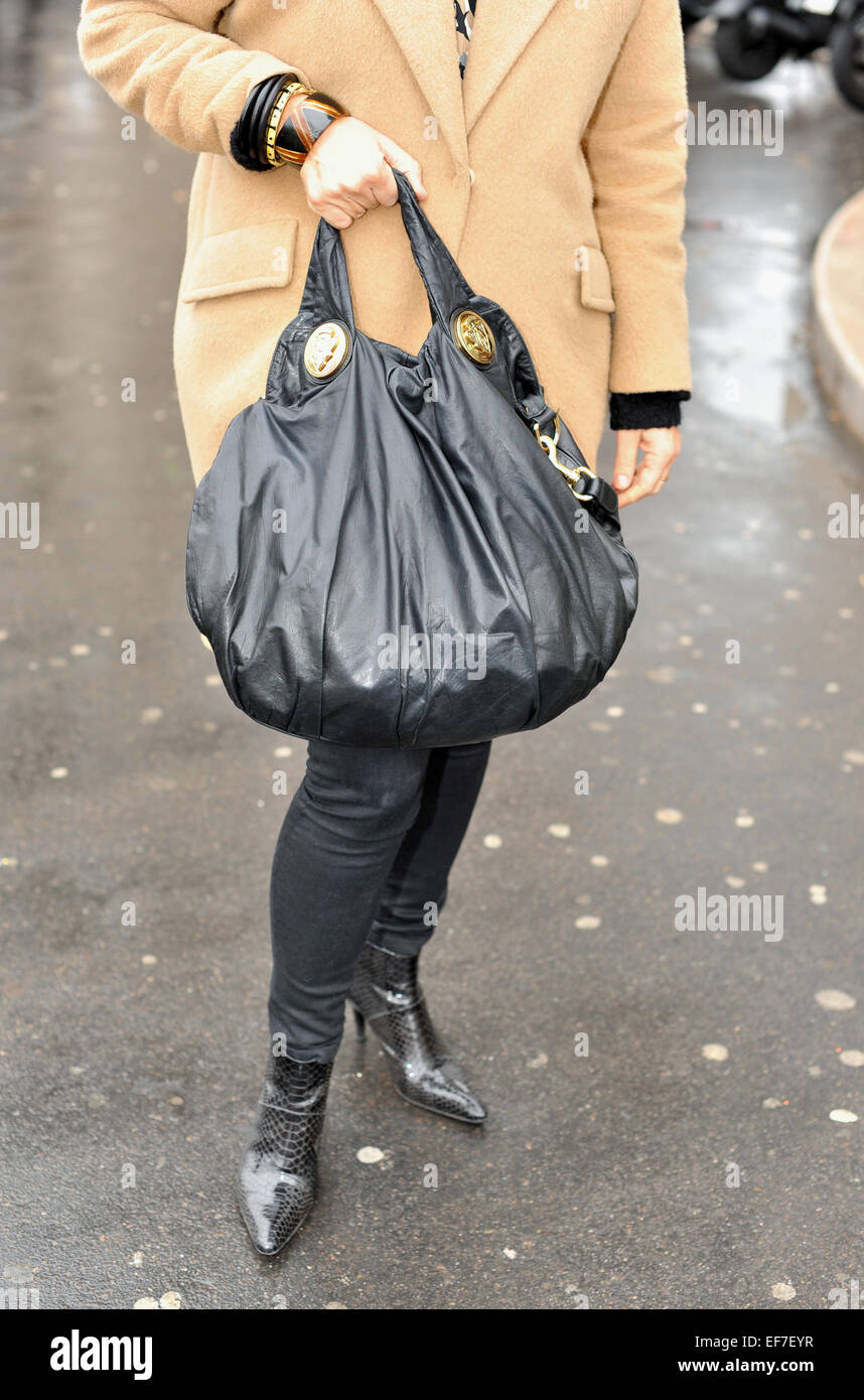 81c6d36d8ecd8 Mathilda peut arriver au défilé de Schiaparelli pendant Paris Fashion Week  Haute Couture à Paris Photo