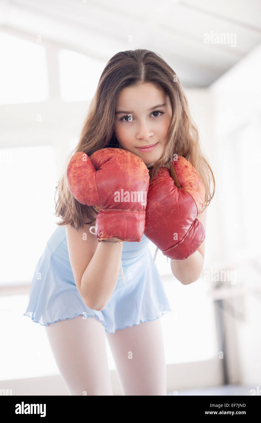 Fille avec gant de boxe Photo Stock