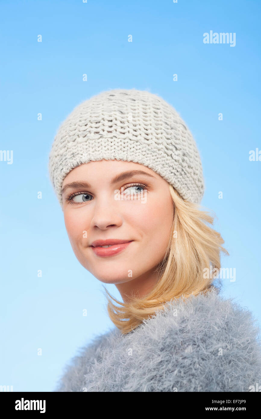 Belle Femme au chapeau tricoté Photo Stock