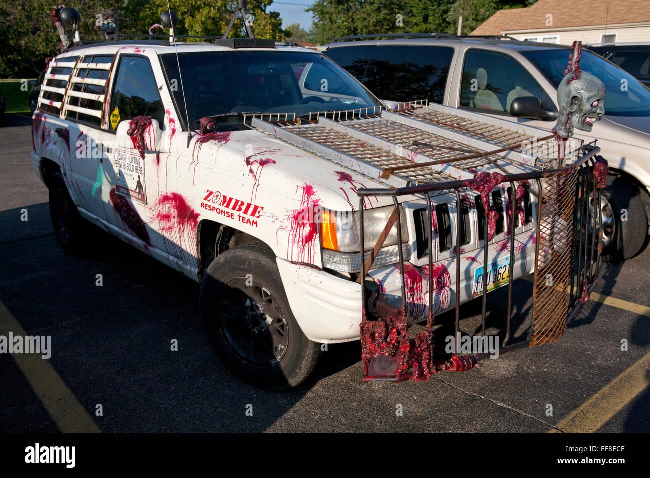 zombie officielle vhicule de chasse avec le sang et gore sur la voiture - Zombie Voiture