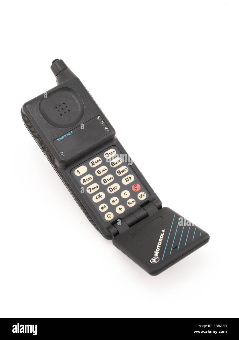 Poche Motorola MicroTAC 9800X téléphone cellulaire. 1989 analogique design flip téléphone. Photo Stock