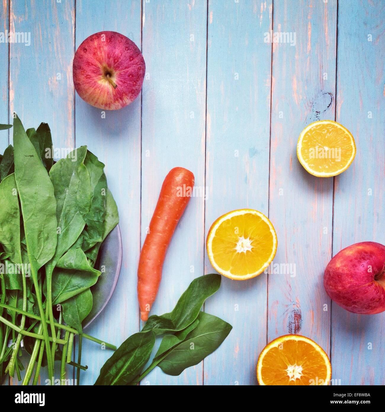 Arrangement de divers fruits et légumes Photo Stock