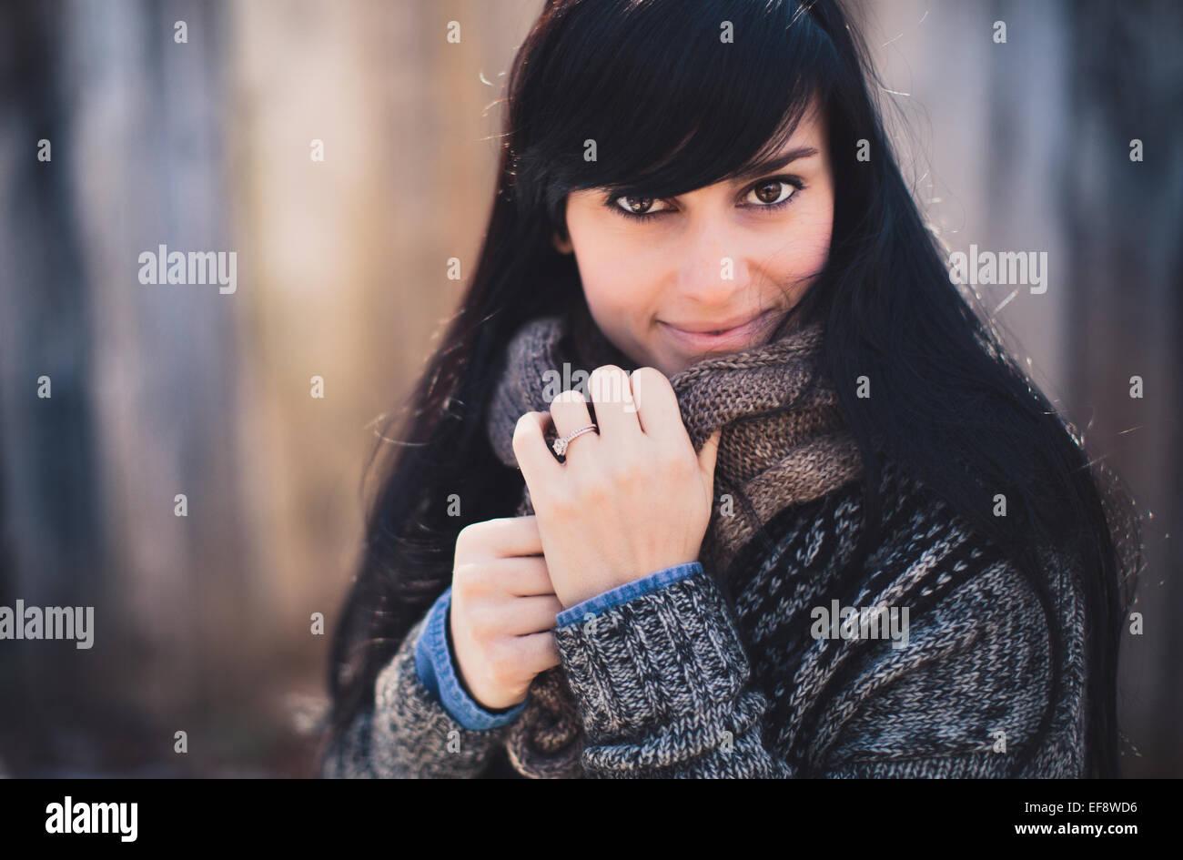 USA, New York, Portrait de belle jeune femme en hiver Photo Stock