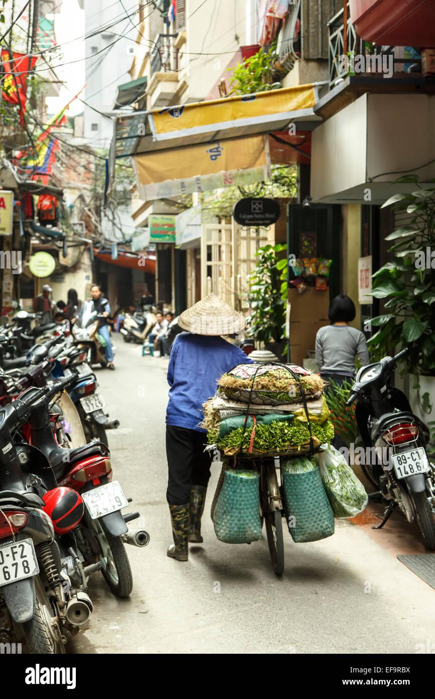 Scène de rue, vieux quartier (aka le 36 rues), Hanoi, Vietnam Banque D'Images