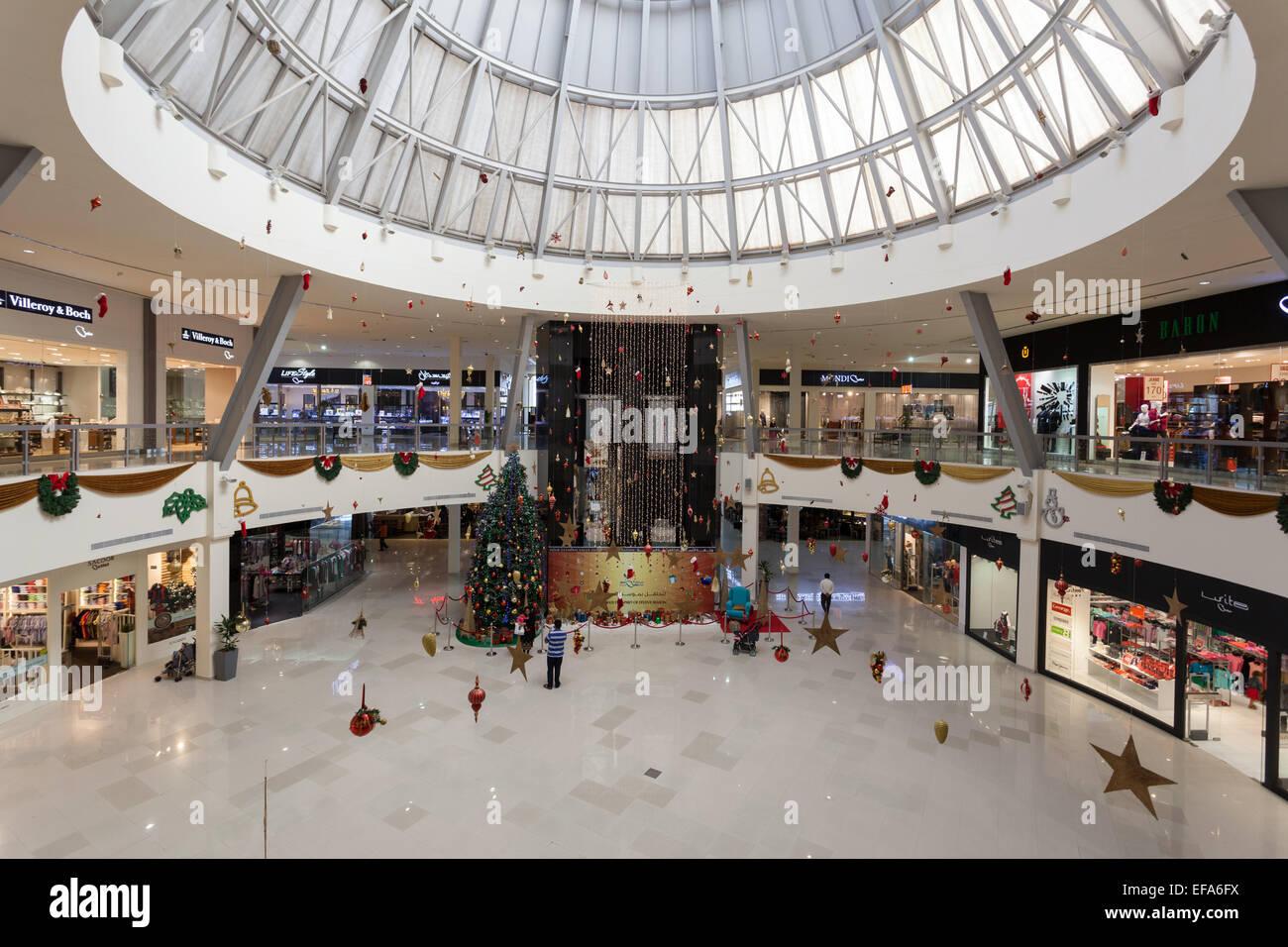 intrieur de dubai outlet mall le centre commercial fait partie de dubai outlet city de duba mirats arabes unis