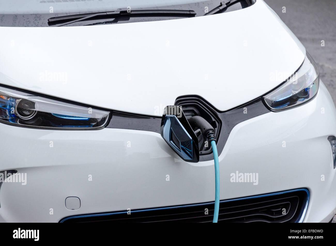 Véhicule électrique voiture électrique étant facturé à Shoreditch, London Photo Stock