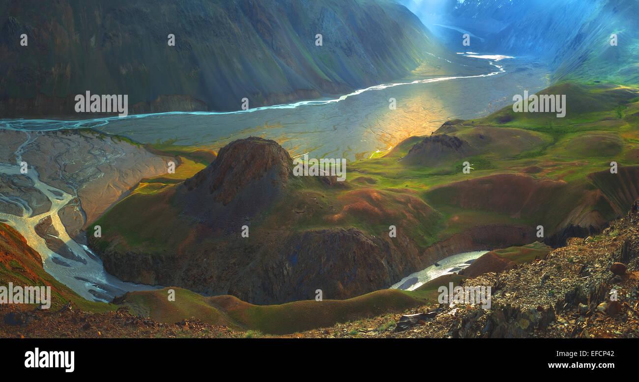 Himalaya sur les montagnes et la rivière en été Photo Stock