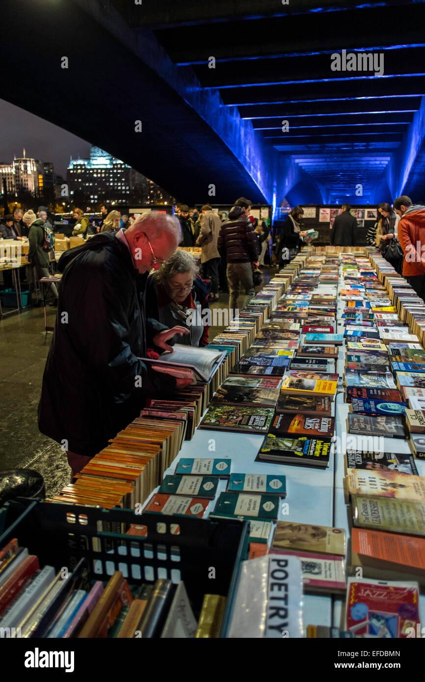 Livres d'occasion marché southbank trottoir UK Banque D'Images