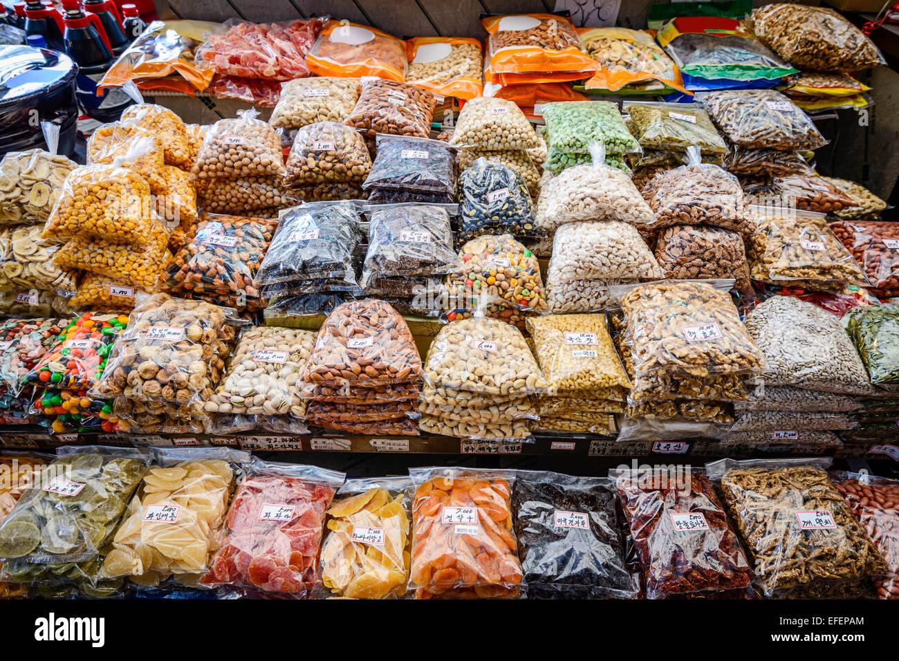 Collations emballées à Gwangjang à Séoul, Corée du Sud. Photo Stock