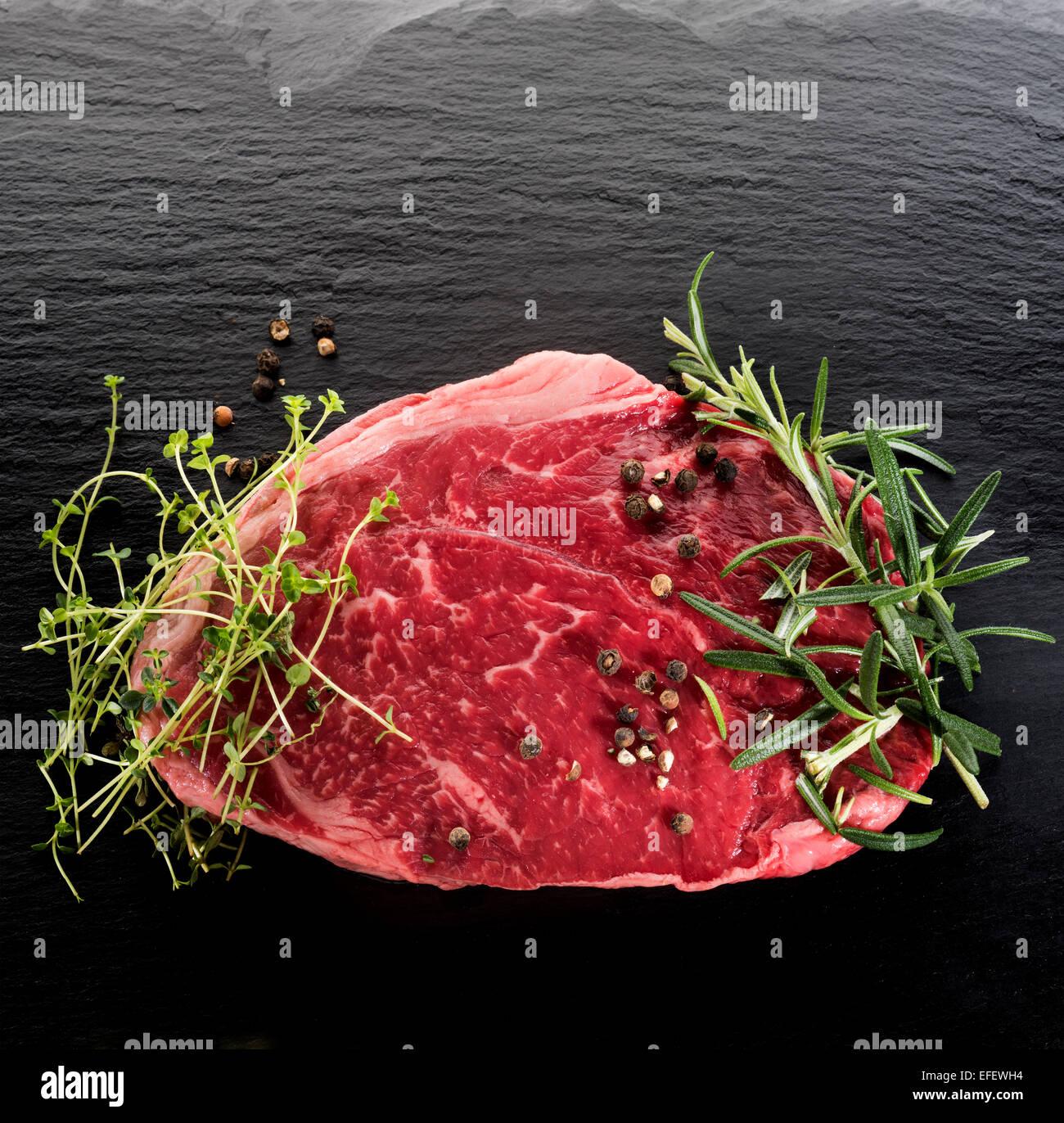 Boeuf cru pur Boeuf Américain Steak Steak de manger les animaux Aliments chair Bow tranche de cuisson cuisson Photo Stock