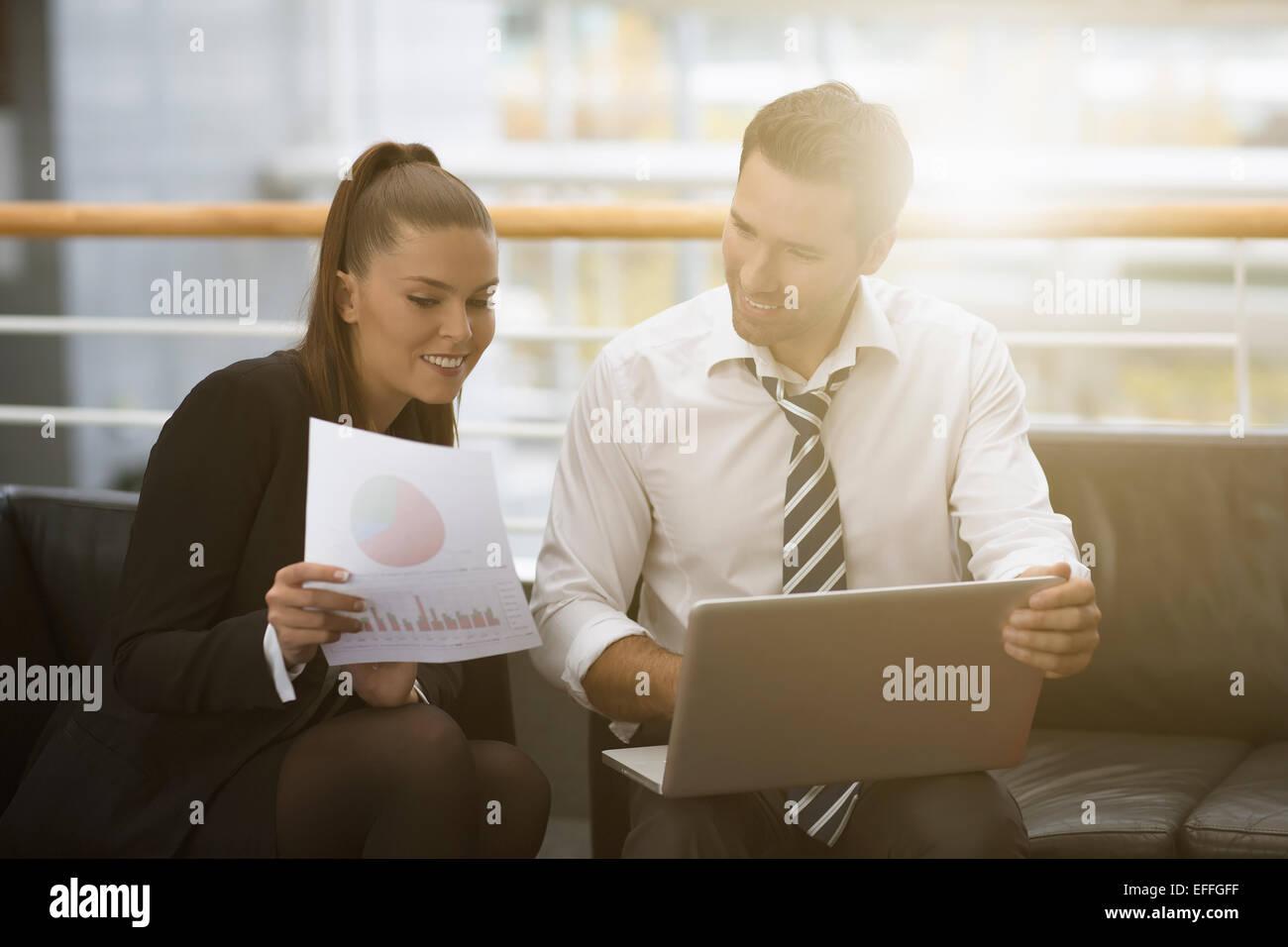 Rencontre des gens d'affaires et le partage d'idées Photo Stock