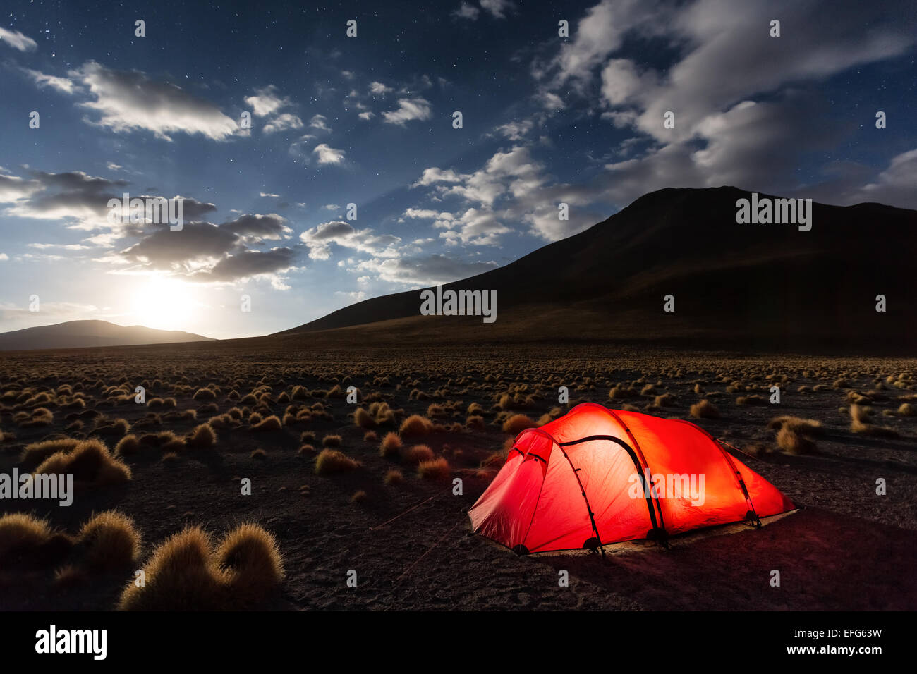 Camping Laguna à Chulluncani, Altiplano, Bolivie, Amérique du Sud Photo Stock