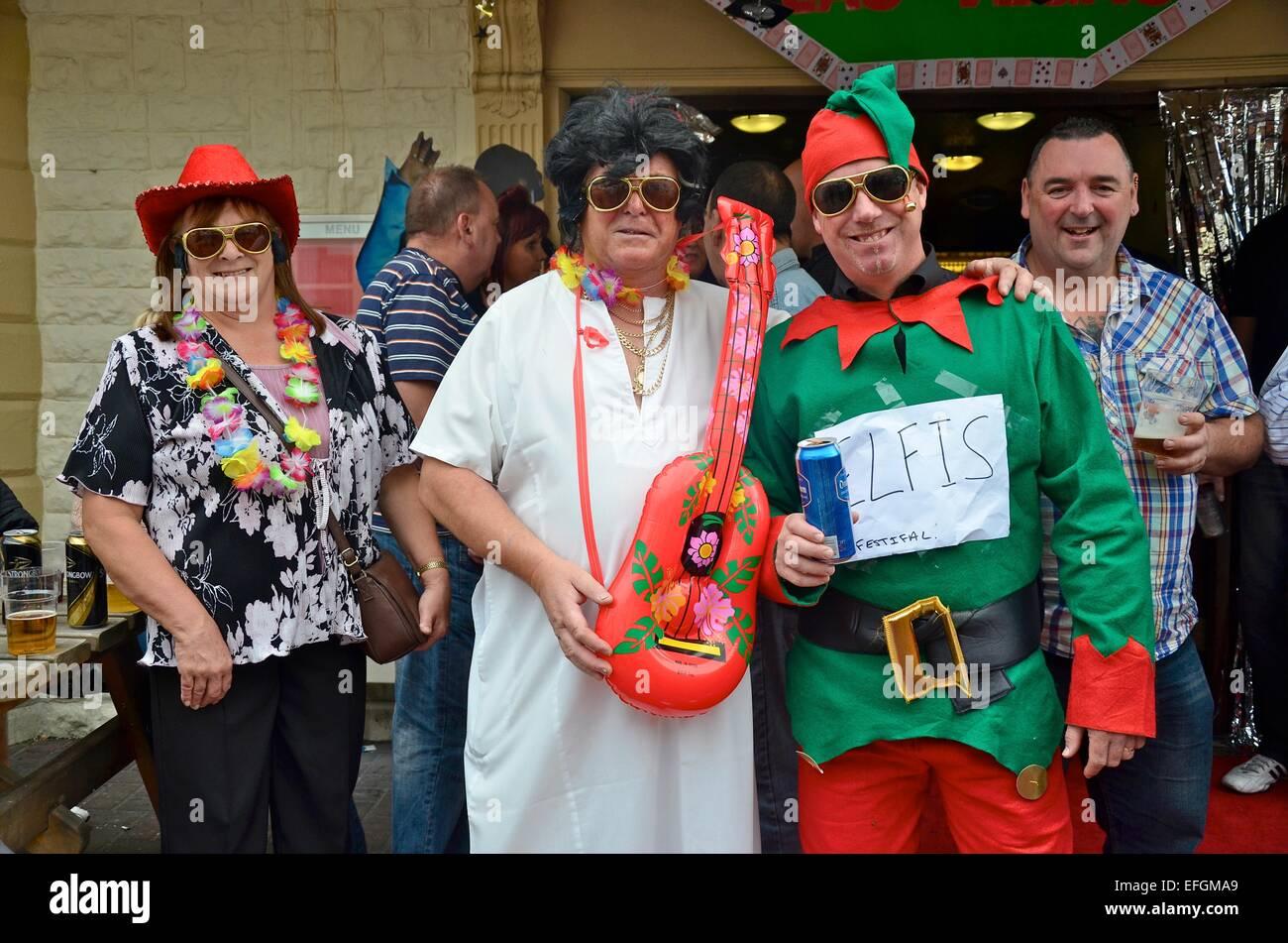 Les imitateurs d'Elvis au Festival Elvis 2013 (l) Elvies dans Porthcawl, South Wales, UK Photo Stock