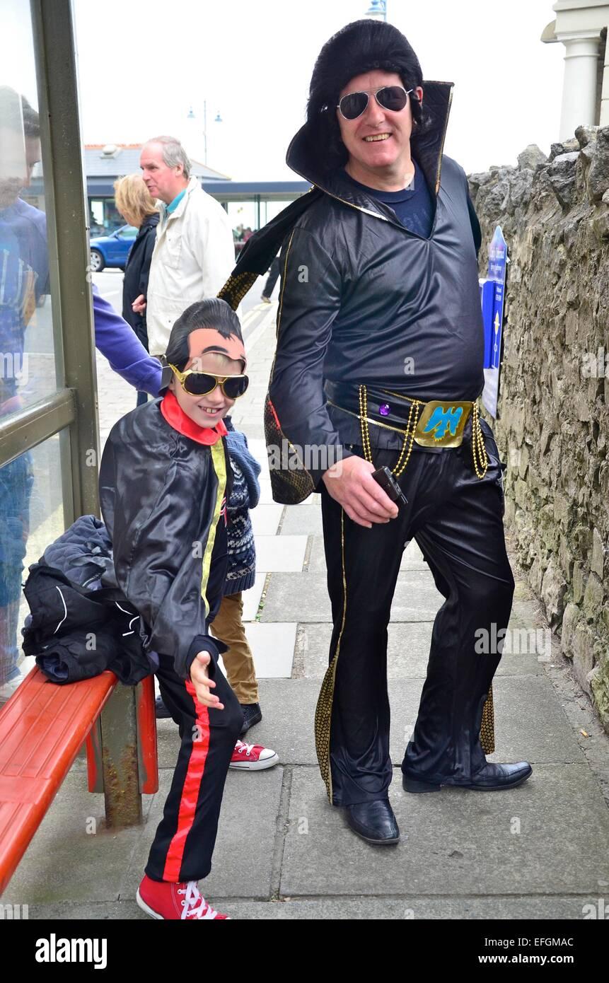Père et Fils les imitateurs d'Elvis Elvis au Festival (The Elvies) à Porthcawl, South Wales, UK Photo Stock