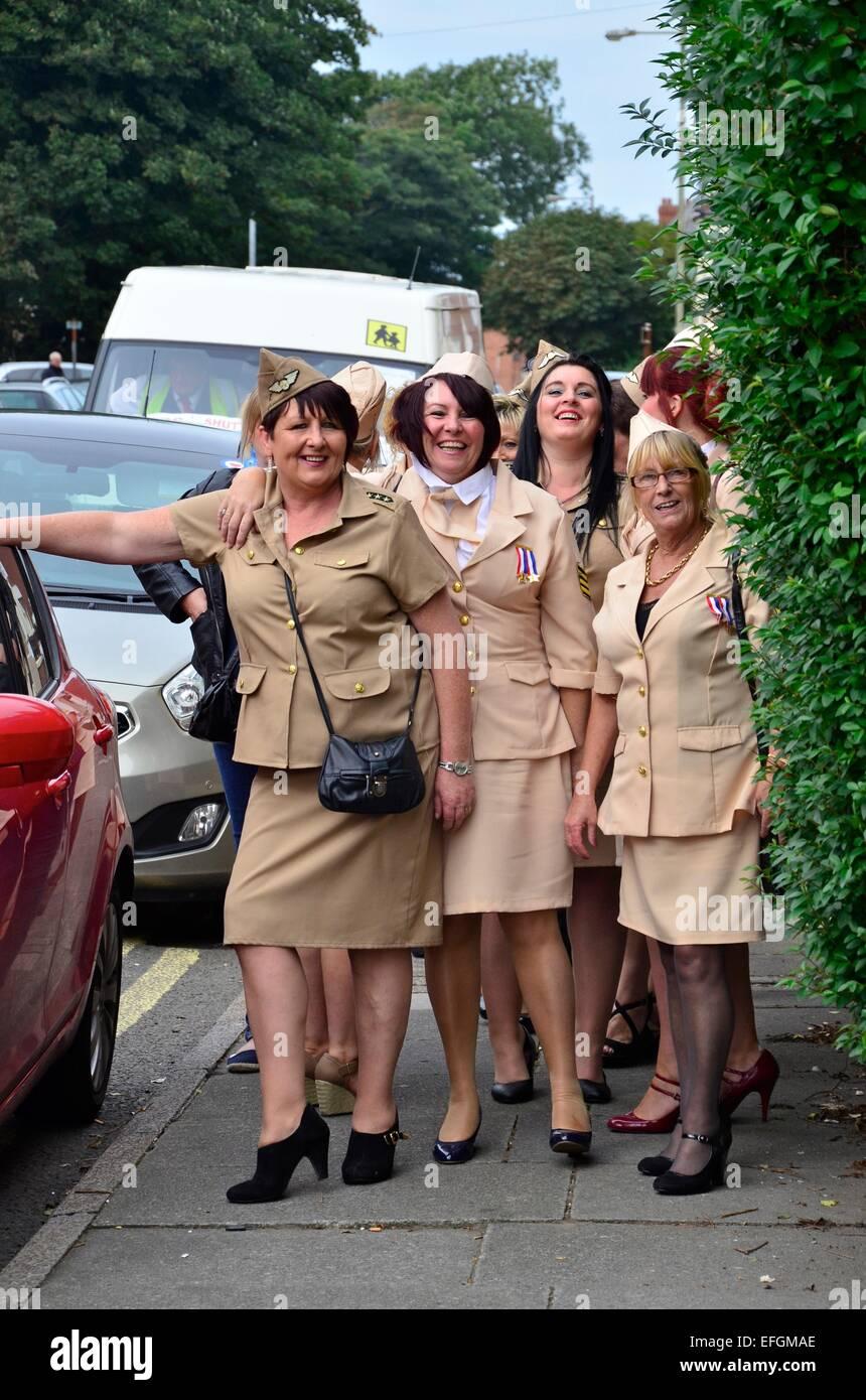 Les femmes habillés en costumes à la GI américain Elvis Festival (The Elvies), Porthcawl, South Wales, Photo Stock