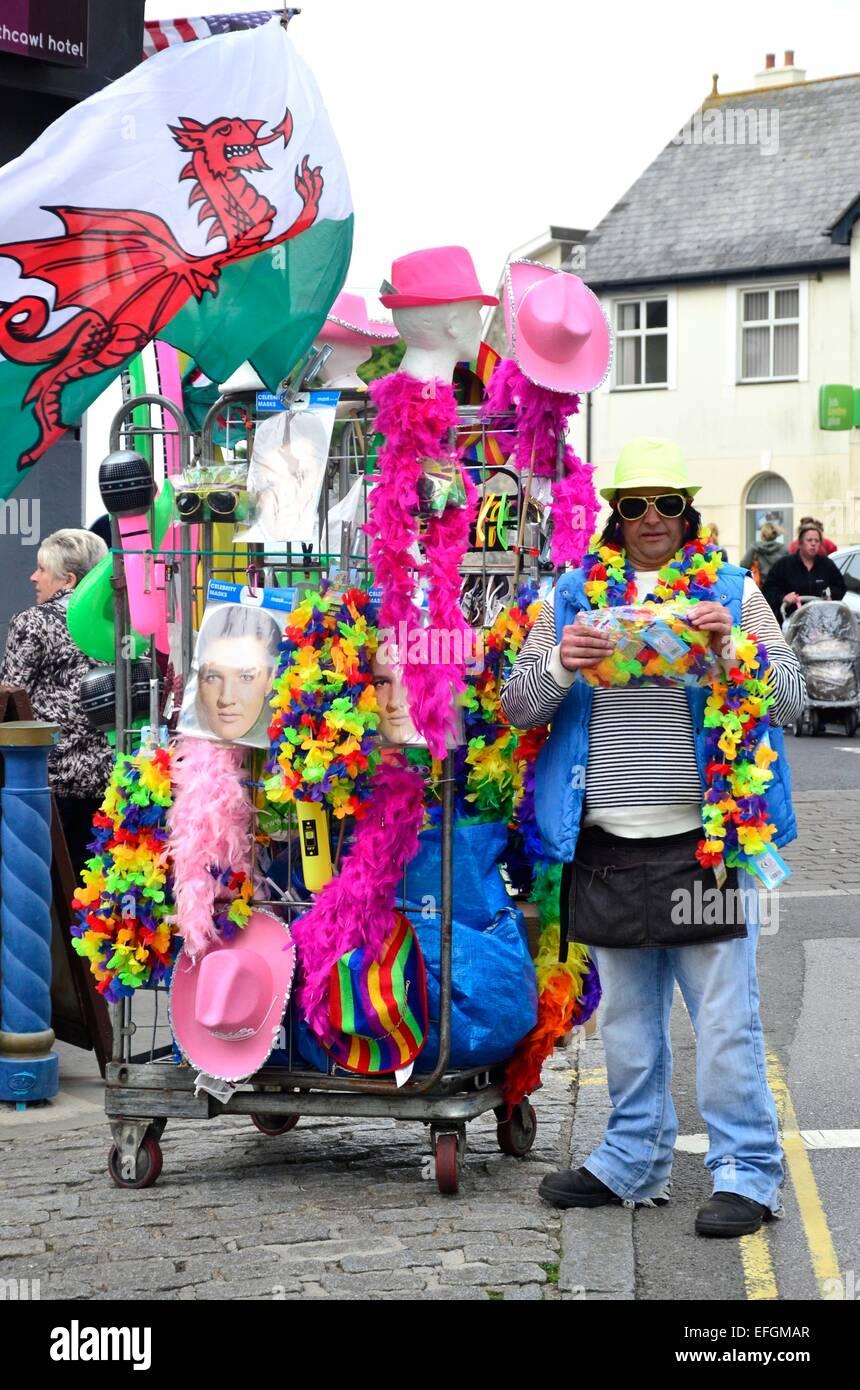 L'homme Vente de biens à l'Elvis Festival (The Elvies), Porthcawl, South Wales, UK Photo Stock