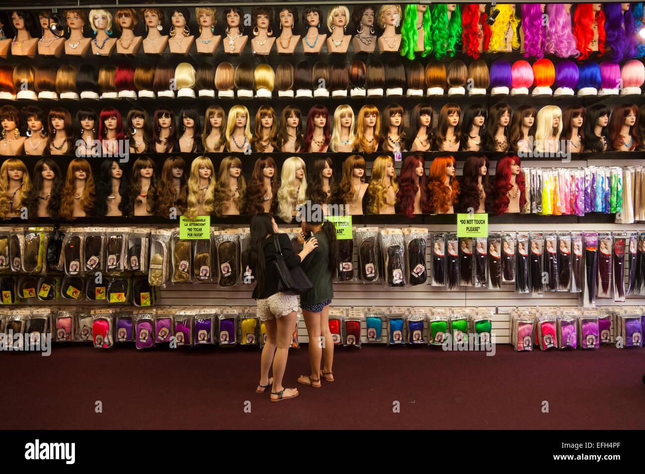Perruques, Santee Alley, LA Fashion District, Los Angeles, Californie, États-Unis d'Amérique Photo Stock