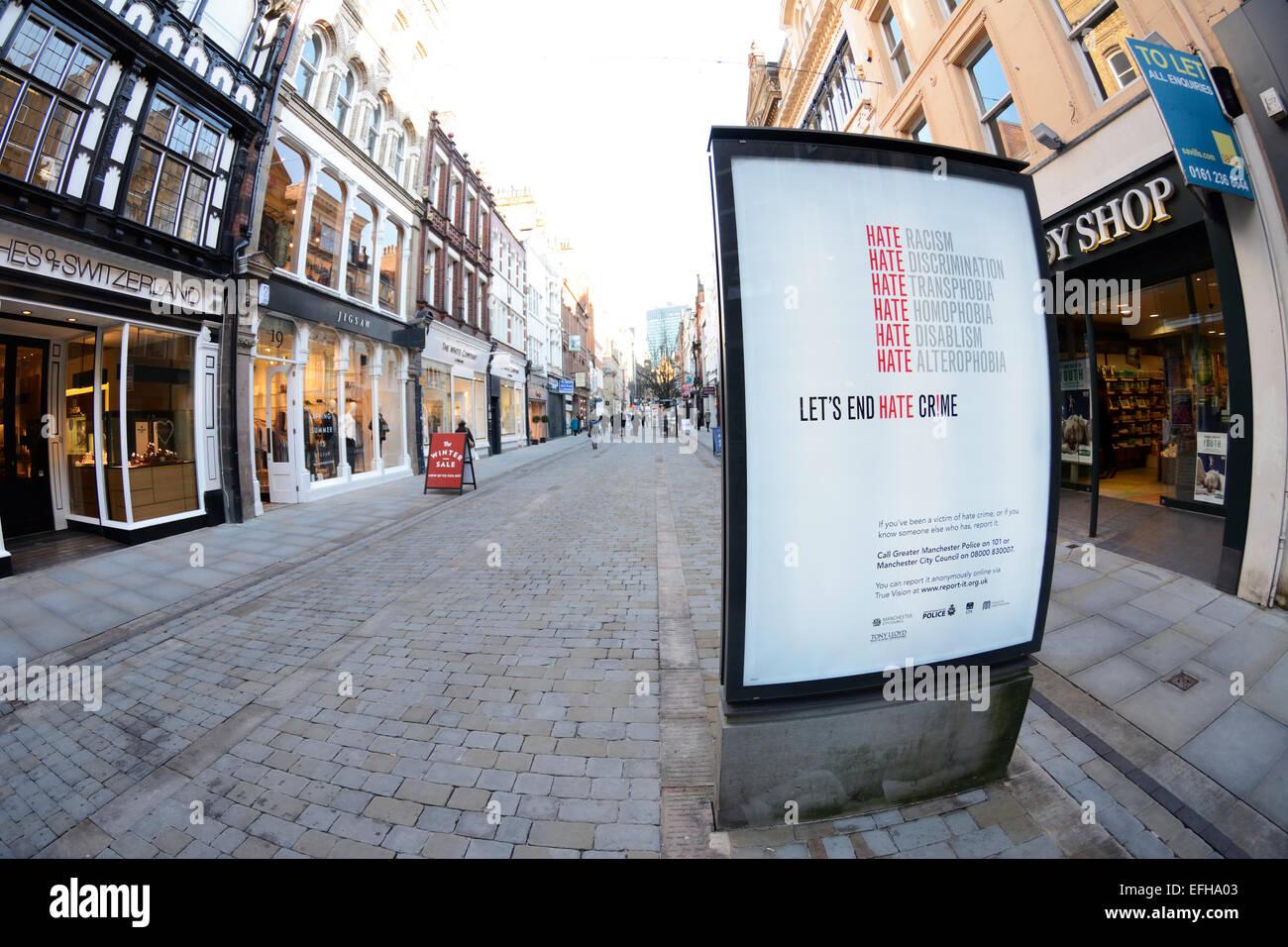 "Enseigne lumineuse contre la haine ""rimes"" dans King Street, Manchester. Photo Stock"