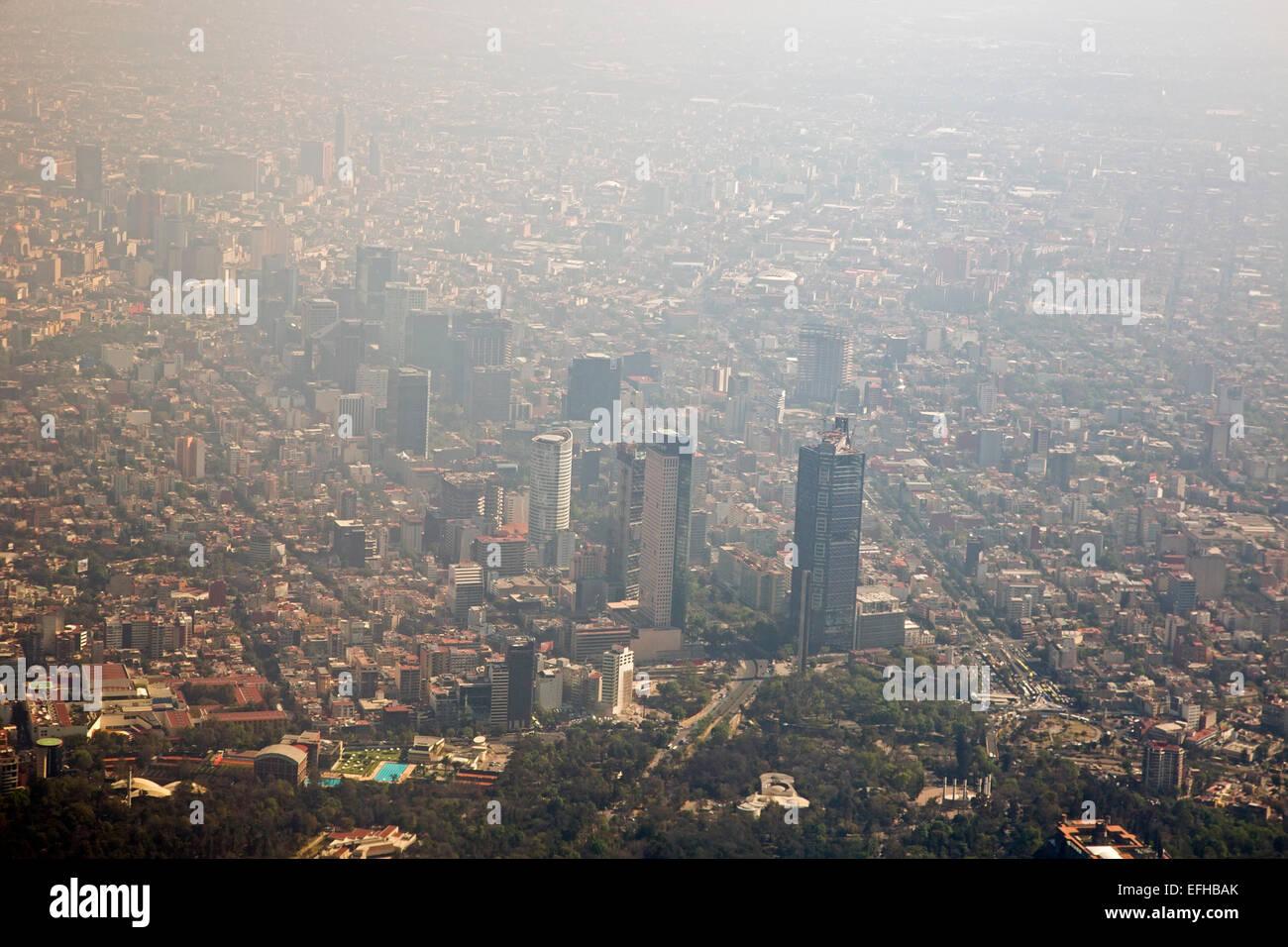La ville de Mexico, Mexique - La pollution de l'air réduit la visibilité dans la ville de Mexico. Photo Stock