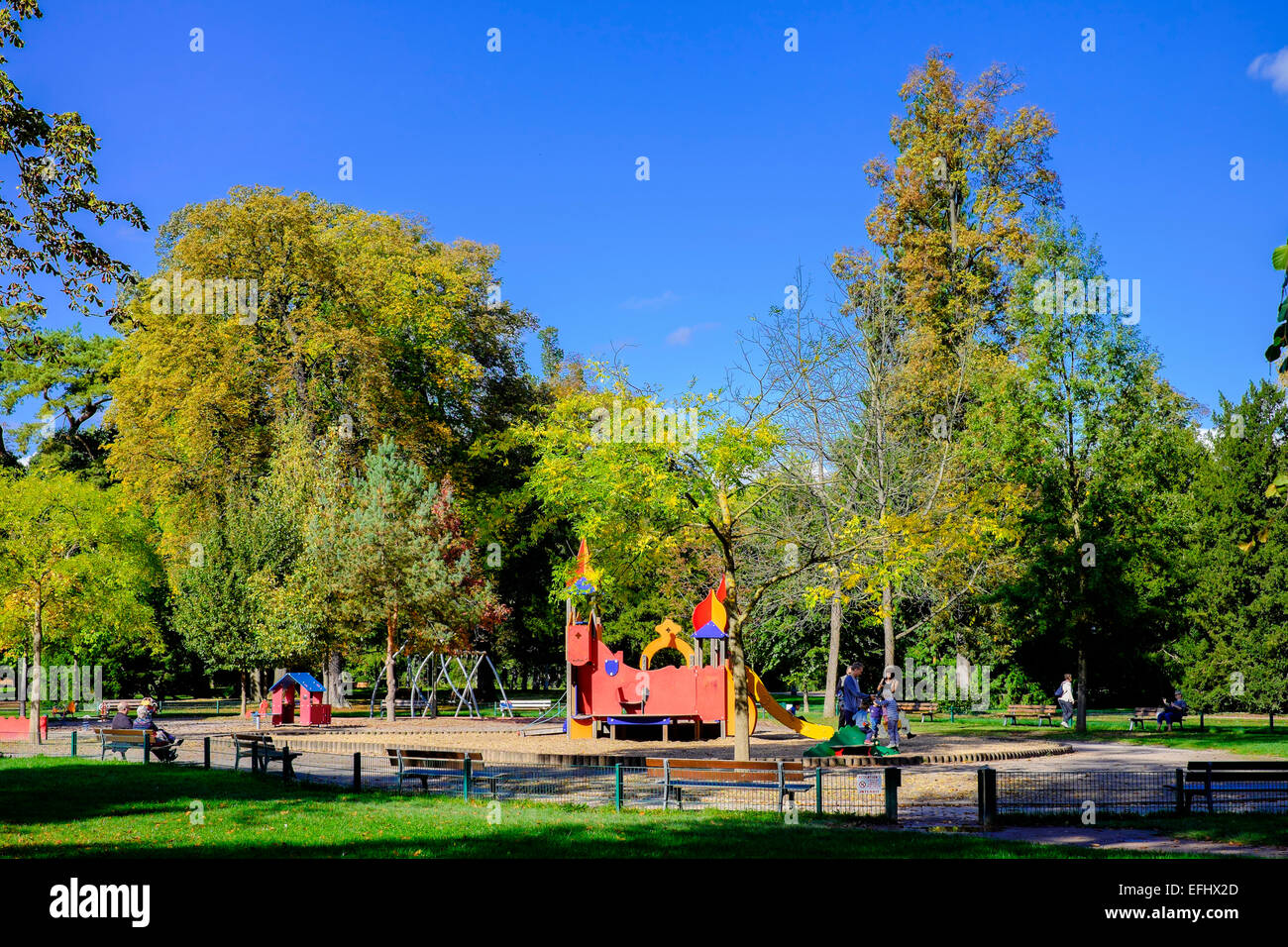 aire de jeux pour enfants parc de l 39 orangerie park strasbourg alsace france banque d 39 images. Black Bedroom Furniture Sets. Home Design Ideas