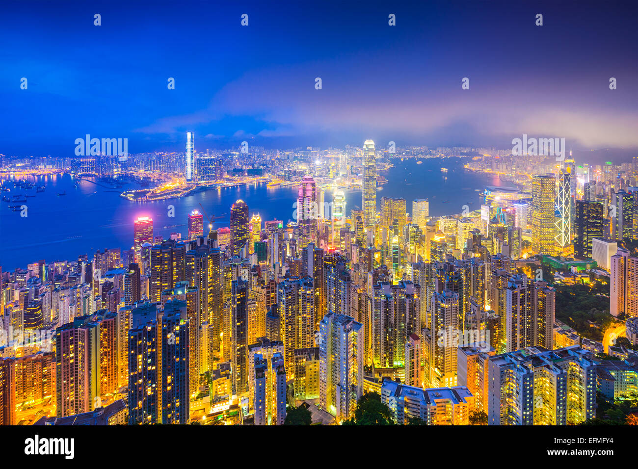 Hong Kong, Chine skyline sur le port de Victoria. Photo Stock