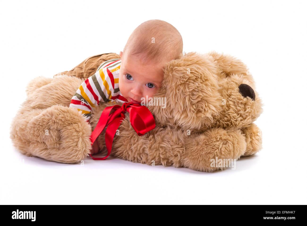 Baby Boy plus de chien en peluche sur fond blanc Photo Stock