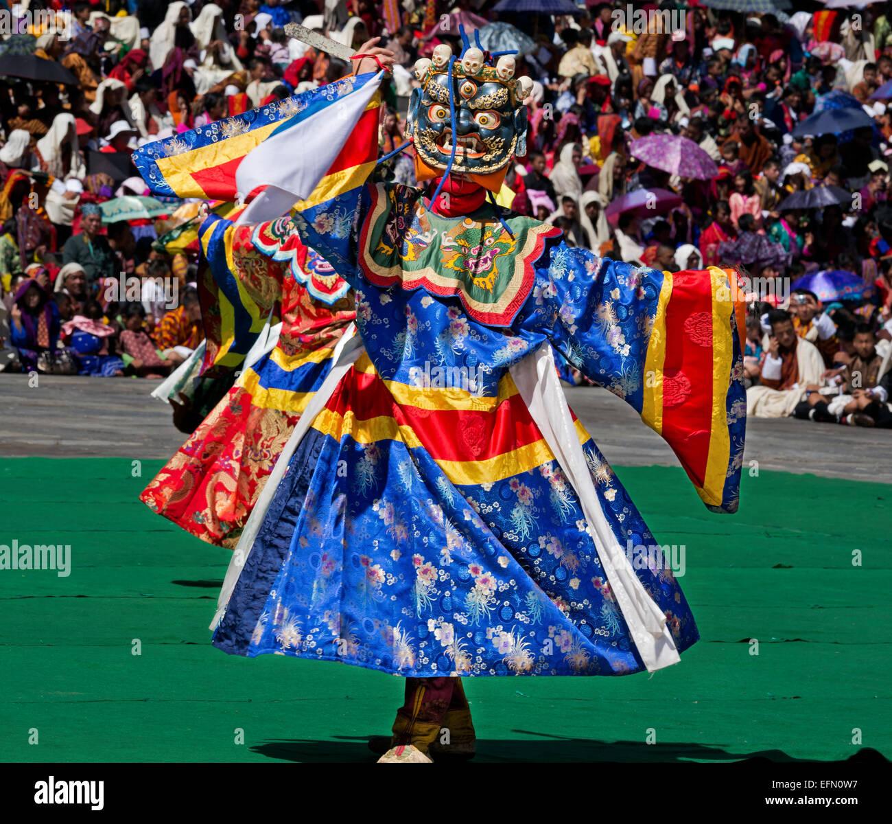 Bhoutan - danseurs masqués reenact histoires et mythes à l'Dzongduring Trashi Chhoe Drubchen le Thimphu Photo Stock