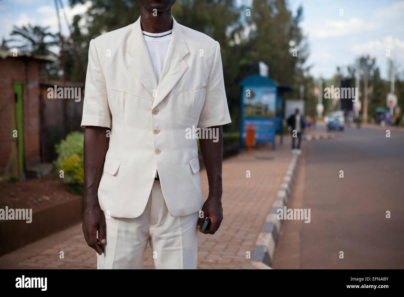 Manches courtes Homme portant costume, Kigali, Rwanda Photo Stock