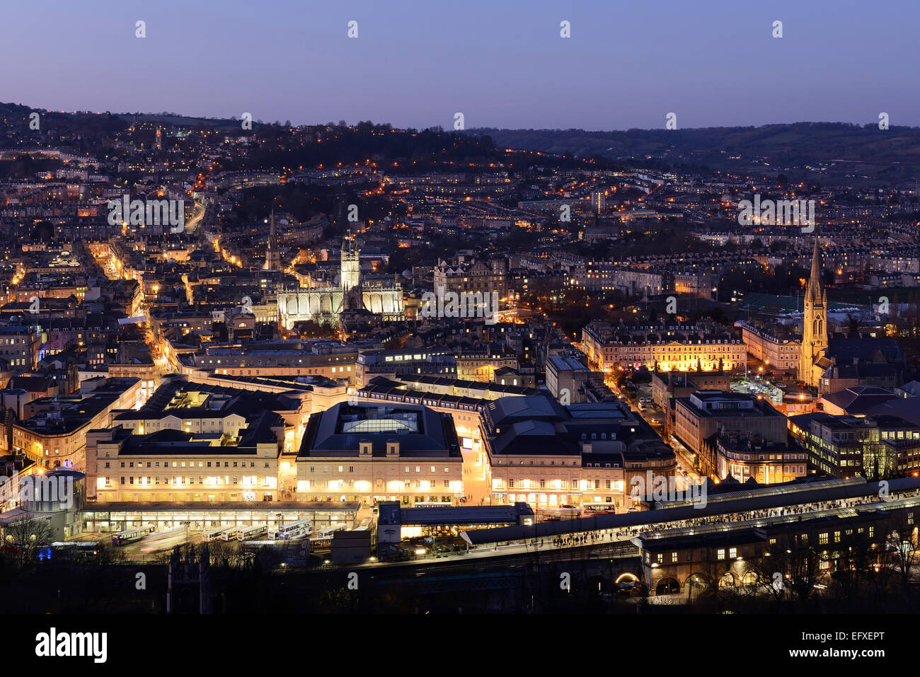 Le centre-ville de Bath vue panoramique skyline at night UK Photo Stock