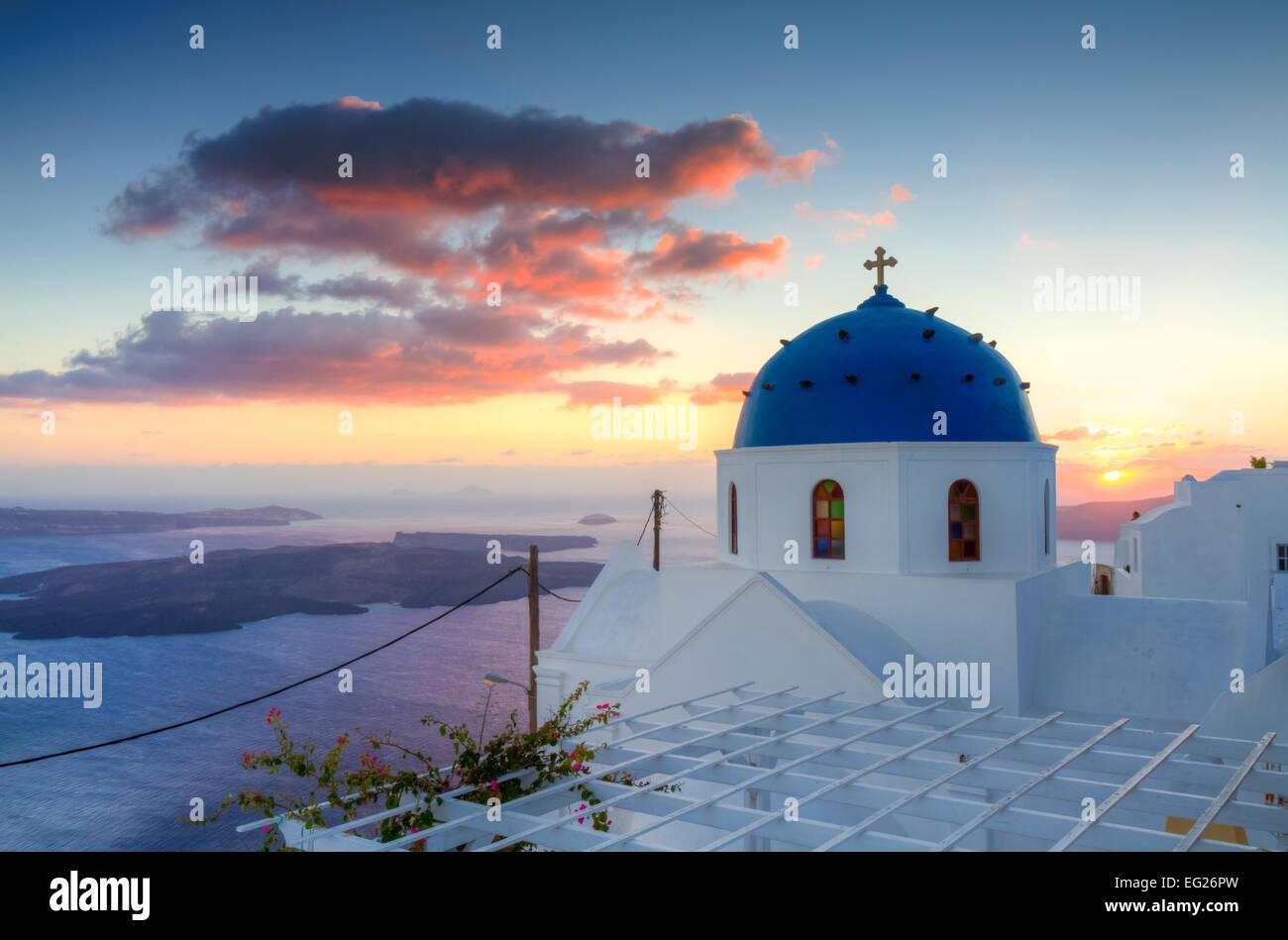 Coucher de soleil sur Imerovigli, Santorini, Cyclades, Grèce Photo Stock