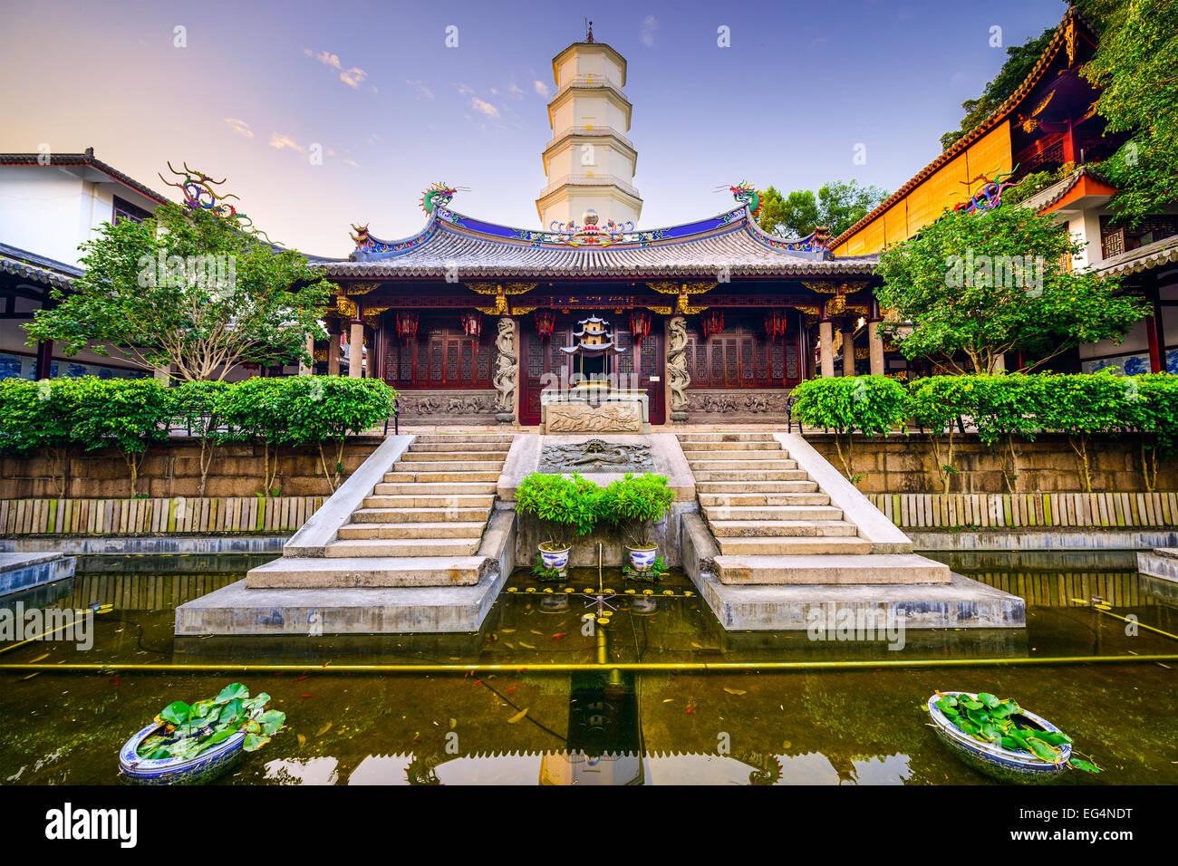 Fuzhou, Fujian, Chine au Temple de la Pagode blanche sur la Colline Yushan. Photo Stock