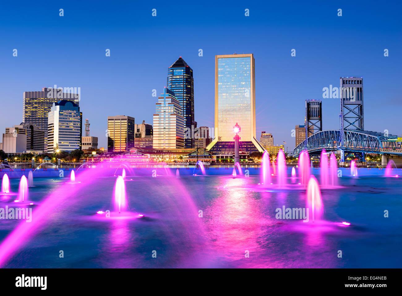 Jacksonville, Floride, États-Unis d'horizon de la ville à la fontaine. Photo Stock