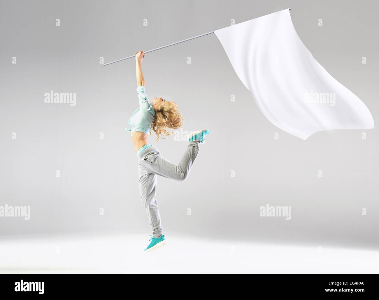 Blond woman holding le drapeau blanc Photo Stock