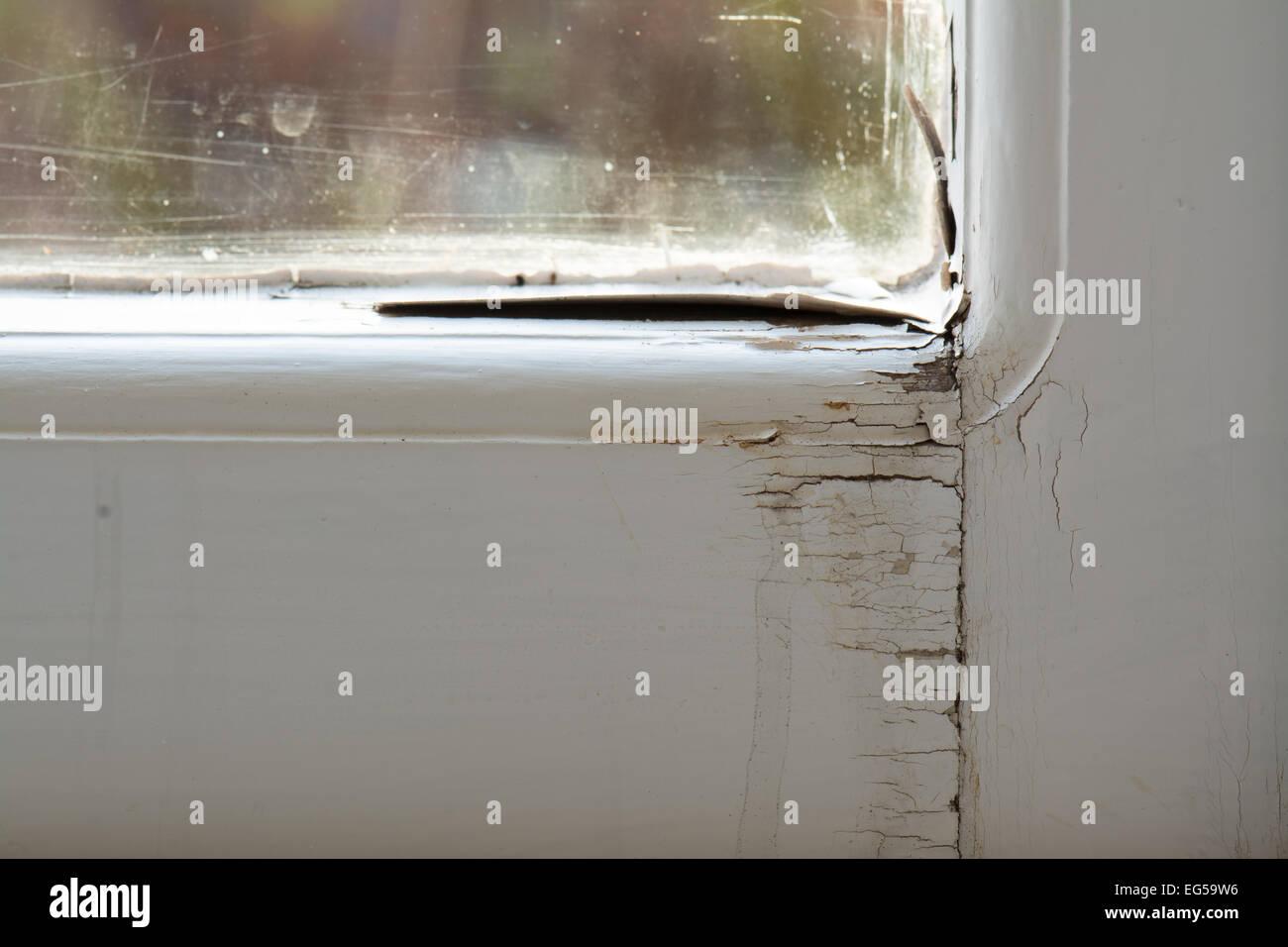 Dommages Au Châssis De Fenêtre En Bois Simple Vitrage à Cause De La