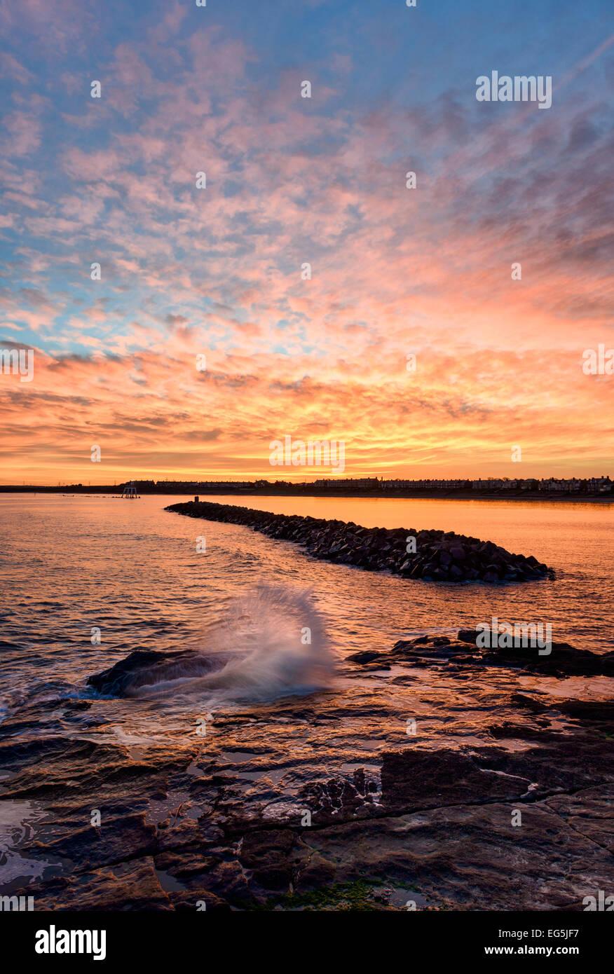 Coucher de soleil au bord de la mer Newbiggin Photo Stock