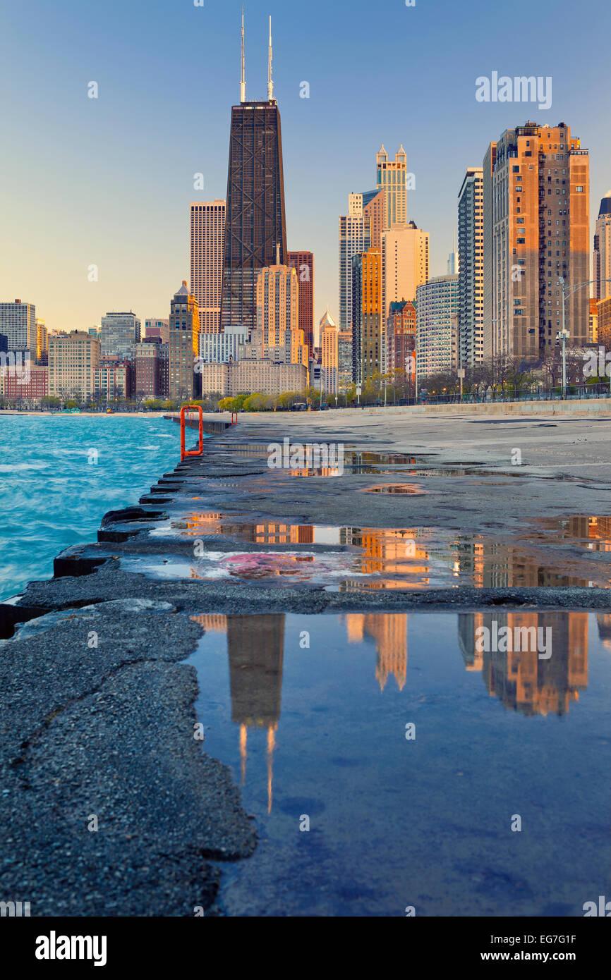 Horizon de Chicago. Image de la Chicago Downtown Lakefront au coucher du soleil. Photo Stock
