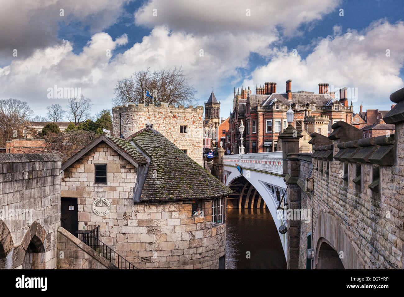 Certains des bâtiments historiques de York, North Yorkshire, Angleterre, montrant une variété de Photo Stock