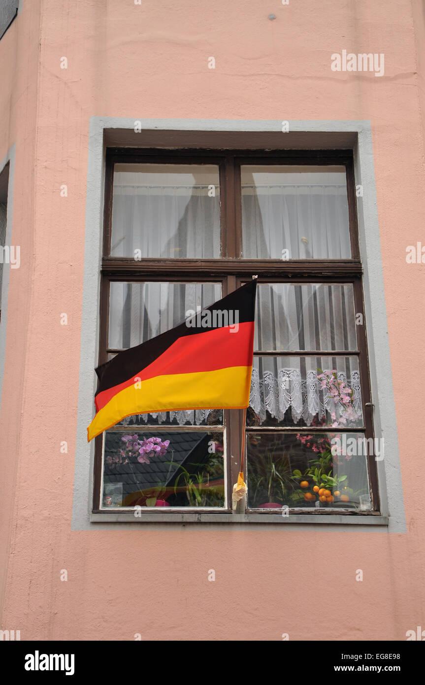 Drapeau allemand sur une maison à Aix-la-Chapelle Photo Stock