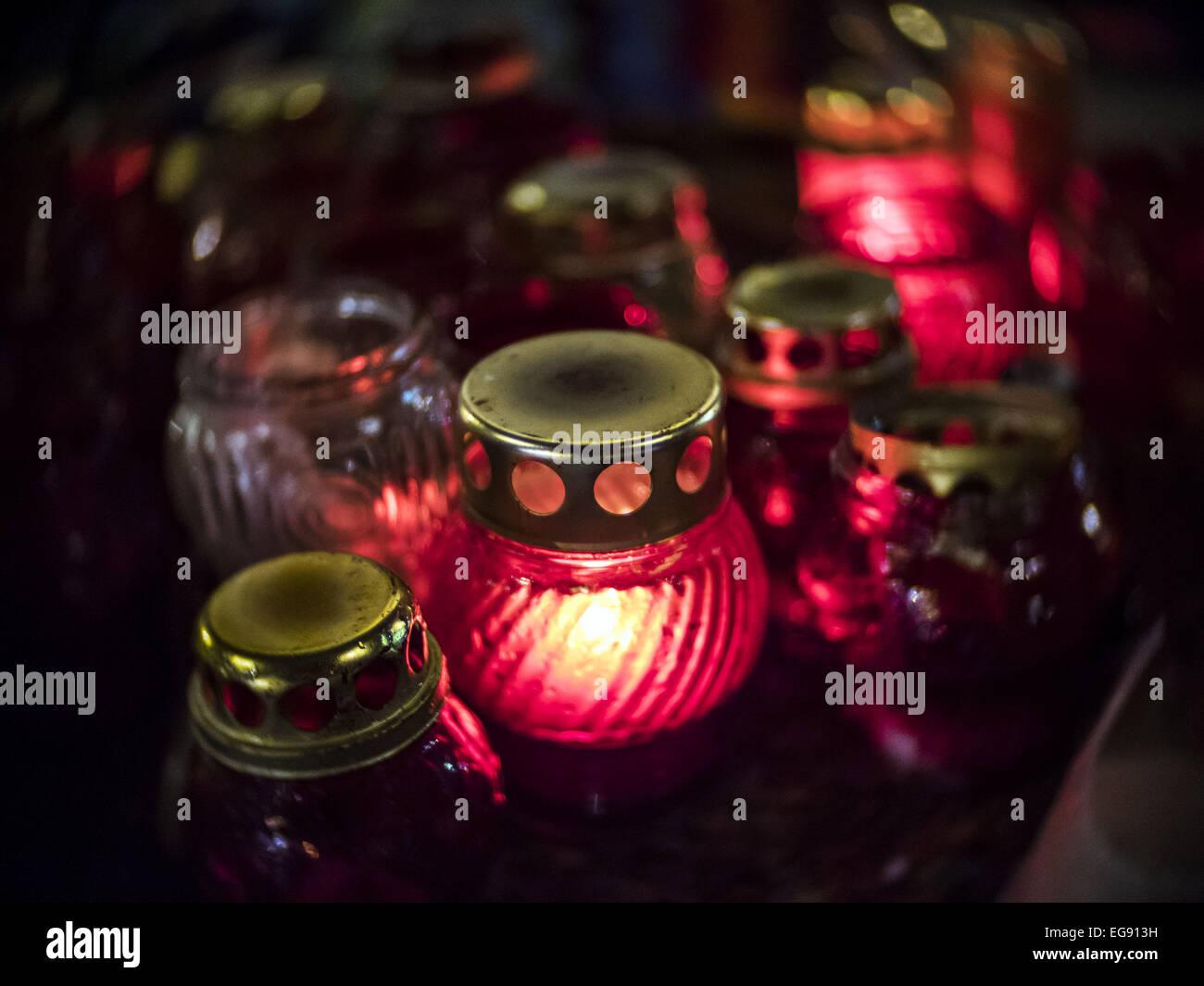 Lampes en mémoire de ceux qui sont morts pour la liberté. Feb 19, 2015. Les Ukrainiens se préparent Photo Stock