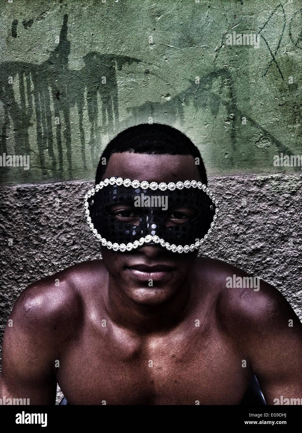 Homme portant un masque au carnaval, Rio de Janeiro, Brésil Photo Stock